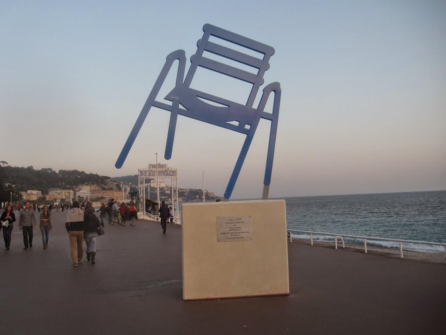 vu du balcon chaises bleues 2. Black Bedroom Furniture Sets. Home Design Ideas