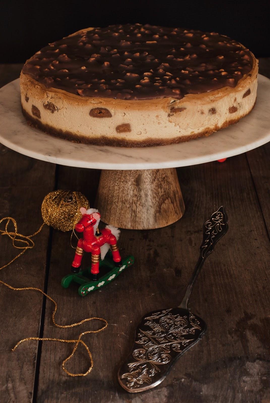 Sernik Spekulatius z polewą czekoladową