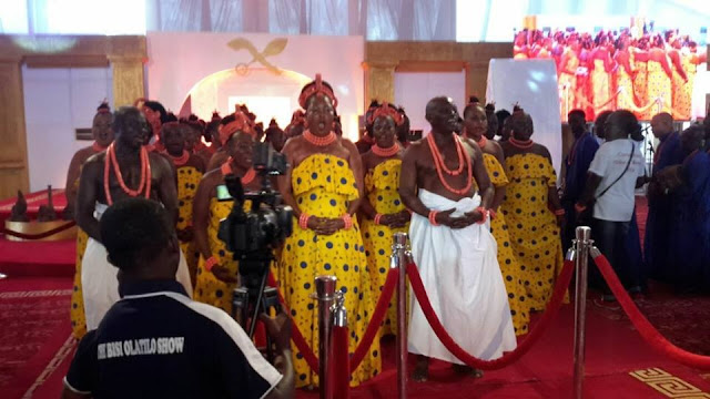 Happening Now: Prince Erediauwa Finally Crowned the 39th Oba of Benin - See His Beautiful 3 Wives (Photo