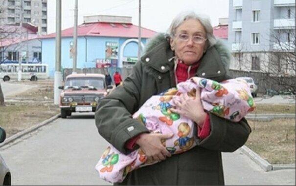 Она родила первого ребенка в 65 лет. Как живет Валентина и ее дочь 10 лет спустя?