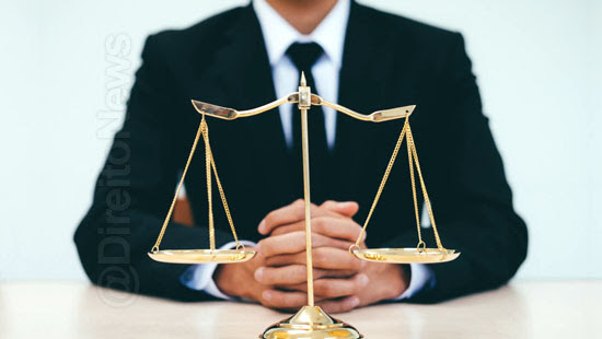 advogar verbo transitivo direto indireto direito