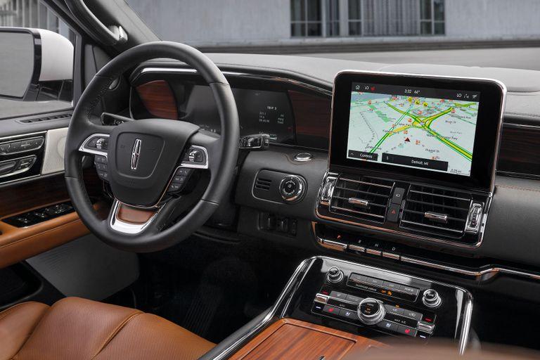 السيارة لينكولن Navigator الفاخرة 2021 - مقصورة القيادة