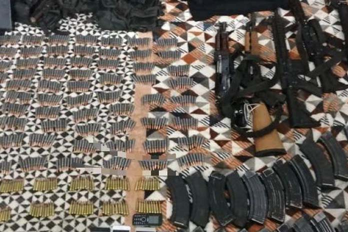 En Michoacán detienen armados hasta los dientes a 6 Sicarios del CJNG, 3 son de entre 15 y 17 años de edad