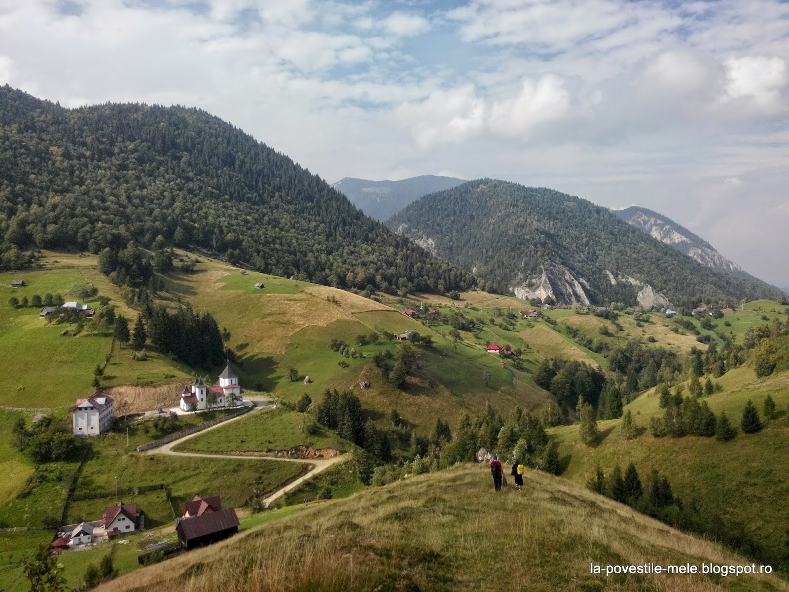 http://la-povestile-mele.blogspot.ro/2014/12/piatra-craiului-satele-magura-si.html