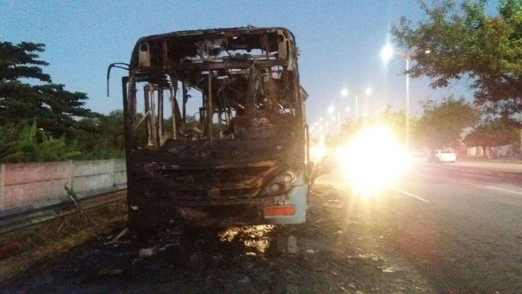 onibus-pega-fogo-em-fortaleza-e-motorista-fica-ferido