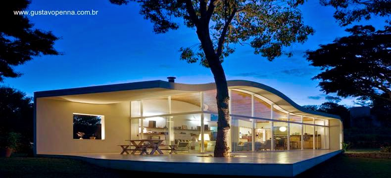 Casa contemporánea de campo sobre colina en Brasil