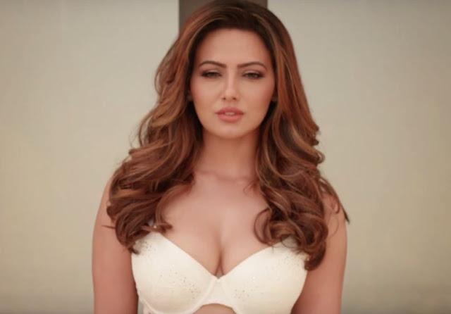Sana Khan Hot Pics