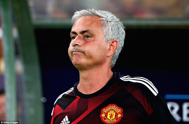 Mourinho than vãn về bàn thua oan uổng của M.U