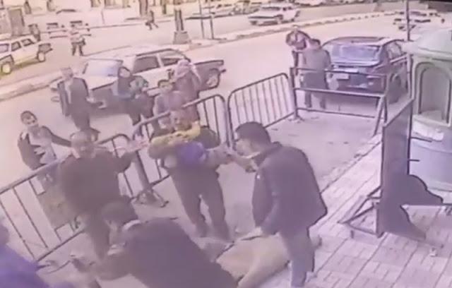 Полицейский каким-то чудом поймал ребенка, упавшего с третьего этажа (видео)