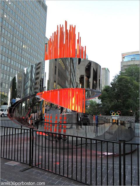 Escultura Llama Olímpica en Montreal: Olympic Torch