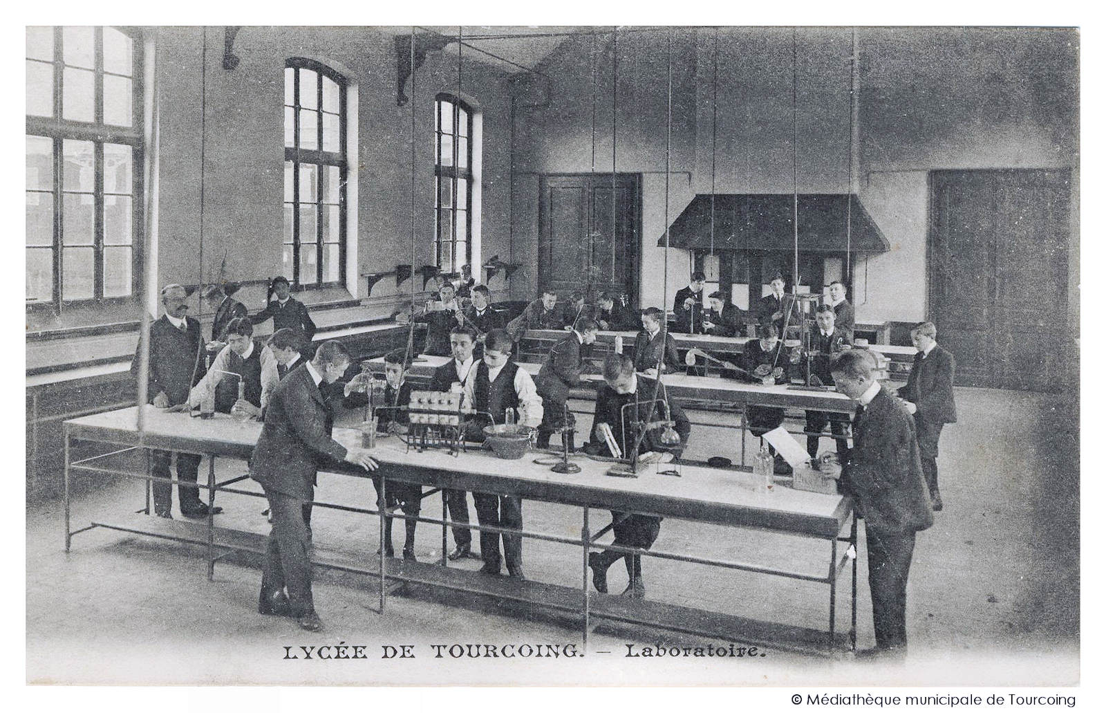 Carte Postale Ancienne - Lycée de Tourcoing, Laboratoire.