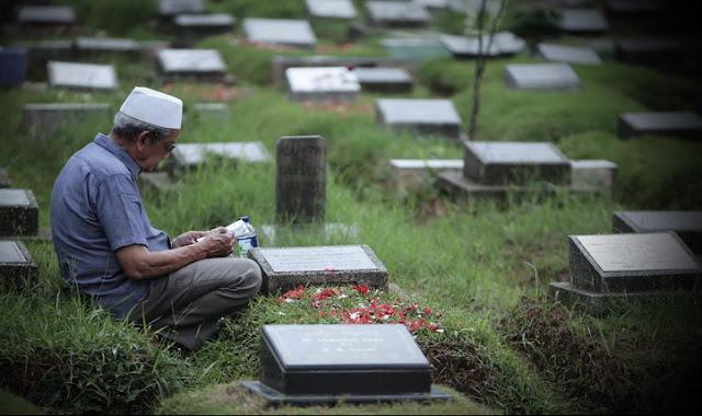 Jelang Ramadhan, MUI Imbau Umat Islam Tak Ziarah Kubur