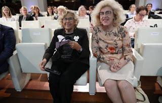 La alcaldesa Manuela Carmena y la embajadora polaca Marzenna Adamczyk