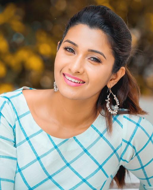 Kollywood Actress Priya Bhavani Shankar Latest Hd Photos: Actress Priya Bhavani Shankar New Photoshoot HD Stills