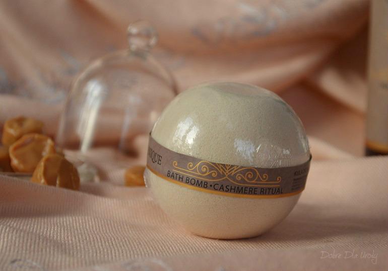 Rytuał Kaszmirowy Organique  - kula do kąpieli słodkim karmelem pachnąca!