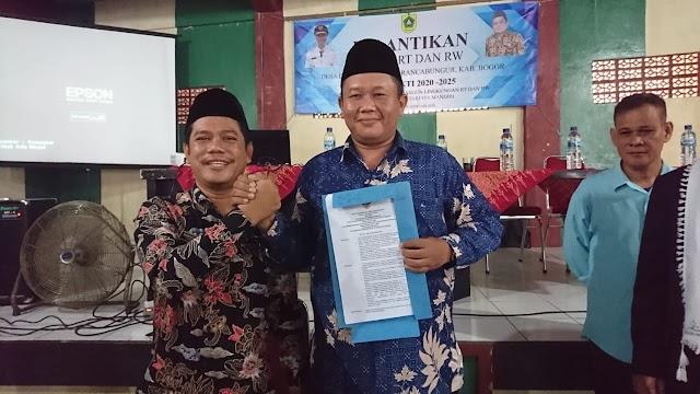 Kades Lantik Ketua RT dan RW Baru di Aula Balai Desa Bantarjaya
