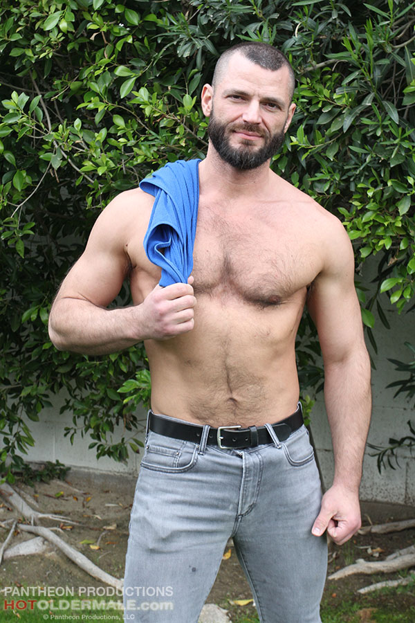 Hairy Dads: Handsome daddy Jake Morgan Shows His Fit Body 💪💪💪