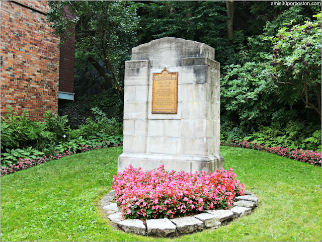 Monumento al Explorador Canadiense Louis-Jolliet en el Viejo Quebec