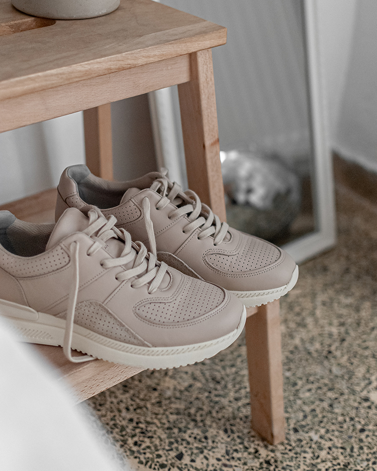 Tread sneakers by Everlane. Sustainable leather sneakers by Everlane, styling and photography by Eleni Psyllaki for My Paradissi