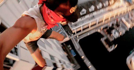 Video aterrador muestra un tipo saltando de un edificio