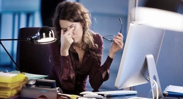 Cara mengatasi mata lelah dan pusing saat di depan komputer