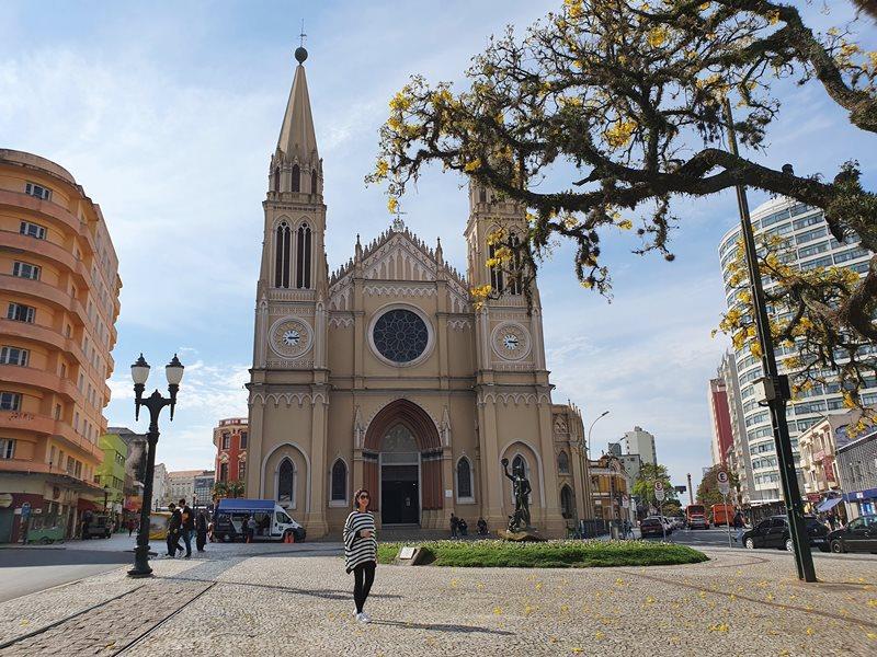 Praça Turadentes, Catedral de Curitiba