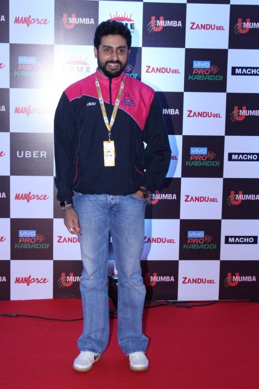"Abhishek Bachchan and Amruta Fadnavi at Red Carpet of Opening day of ""Pro Kabaddi"""