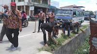 FBI Samosir Gelar Aksi Sosial Bersihkan Sampah di Kota Pangururan