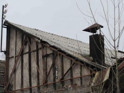 edificio abbandonato-copertura amianto