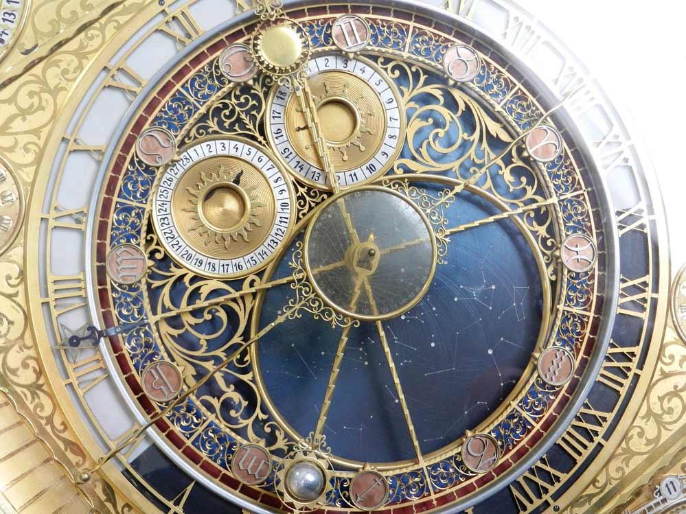 الساعات الفلكية وحساب السنة الكبيسة
