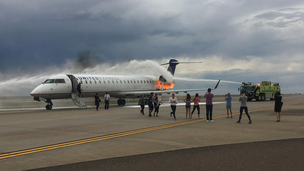 On July 2 2018 SkyWest Flight 5869 Landed At Denver International Airport With An Engine Ablaze Everyone Was Safely Evacuated The Fire Large