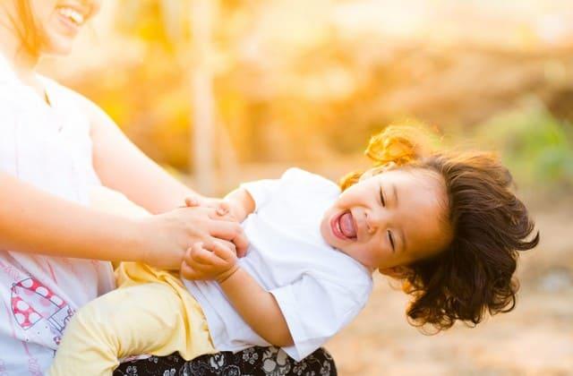 Ibu Muda yang Saat Ini Tengah Bersiap Mendaftarkan Buah Hati Ke Preschool, Berikan 5 Bekal Berikut Sebelum Si Kecil Bersosialisasi dengan Lingkungan Barunya