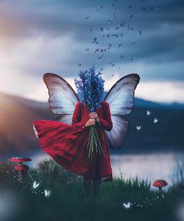 صورة بنت على شكل فراشة تحمل ورود، اجمل صور الزهور