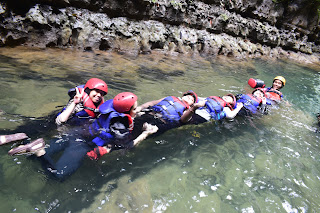 formasi kereta body rafting green canyon