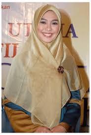 Model Jilbab Syar'i Oki Setiana Dewi Terbaru