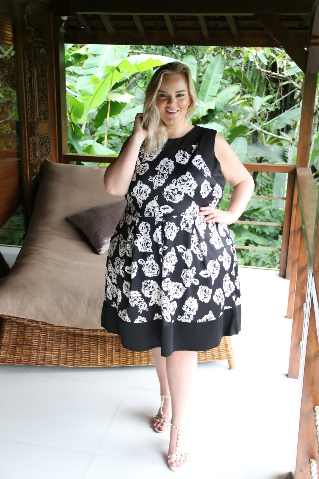 Plus size clothing uk blogger praslin monochrome floral dress