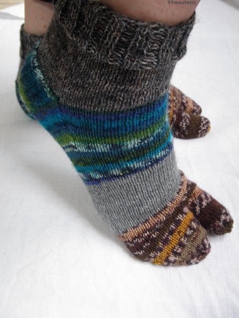 chaussettes en tricot avec des restes de laine
