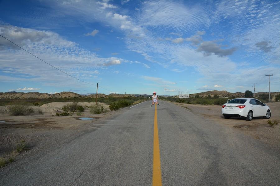 Seule sur la route
