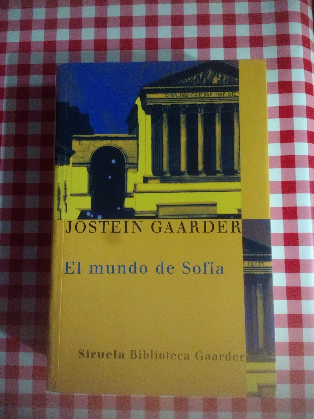 Sinopsis: Jostein Gaarder utiliza a una niña, Sofía de 15 años, para que  haga un viaje filosófico. En este viaje que comenzará con una carta que le  sobre un ...