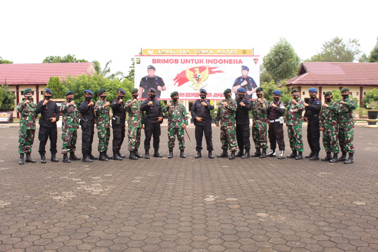 TNI dan Polri Kompak, Keluarga Besar Yonif Rider 142/KJ Kunjungi Mako Brimob Polda Jambi