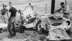 Seeks Ghosts James Dean S Cursed Car