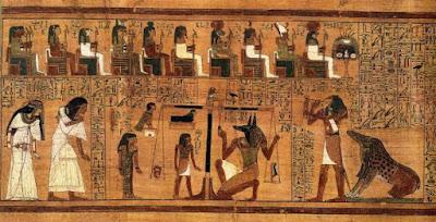 """Estratto dal """"Libro dei morti"""", scritto su papiro e che mostra il """"Pesare il cuore"""" usando la penna di Maat come misura per il contro-equilibrio. Creato da un artista sconosciuto C.1300 aC"""