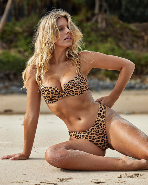 Natasha Oakley Hot Pics and Bio