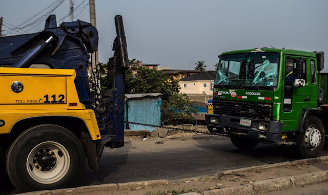 One Killed As Dangote Truck Damages Two Cars In Magodo, Lagos2