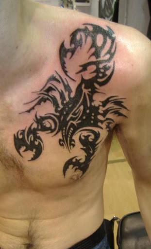 Escorpião tribal tatuagem para homens por trás do peito
