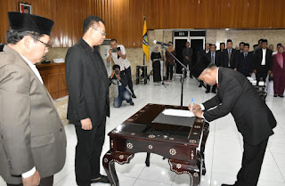 Gubernur  Lantik 59 Pejabat Eselon Lingkup Pemrov NTB