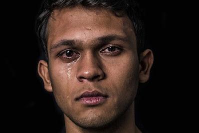 صور رجال حزينة