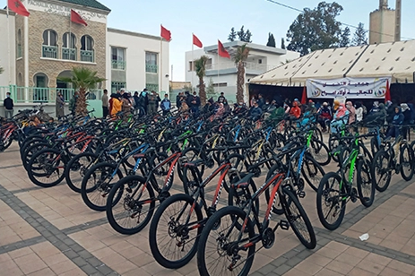"""agadir press : """"الجالية"""" توزع دراجات على تلاميذ بسيدي حجاج"""