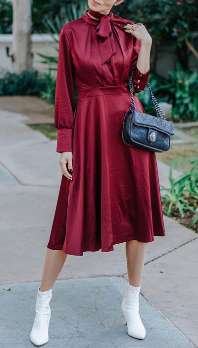 No matter what kind of date night you have planned for Valentine's Day. Here are 29 Romantic Valentines Day Outfits to Wow Your Date. Women's style + Fashion via higiggle.com | red dress | #valentine #fashion #romance #dress