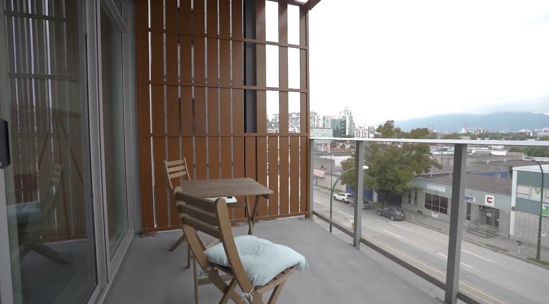 16 Photos vs. 256 E 2nd Ave #409, Vancouver Interior Design Condo Tour